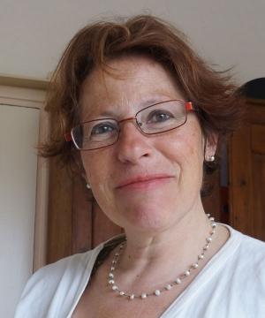 Anna Robadey|Schildertherapie kan helpen bij psychische en lichamelijk klachten als depressie, ernstige obstipatie, slaap problemen, maar ook bijvoorbeeld kanker. Wanneer iemand bij mij in therapie gaat, laat ik diegene zes vrije beelden maken. De eerste drie worden gemaakt met houtskool...