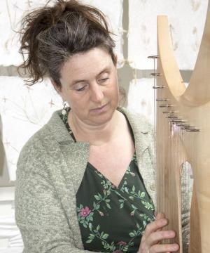 Cornelia Wiemers|'Muziek én beweging, dat zijn de twee pijlers waarop ik mijn therapie baseer. Die passie voor beweging ontdekte ik tijdens mijn opleiding aan de Freie Musikschule (Vrije Muziekschool). Ik had toen al het gevoel dat ik daar nog iets mee wilde en een paar jaar later kwam Dalcroze-ritmiek op mijn pad.