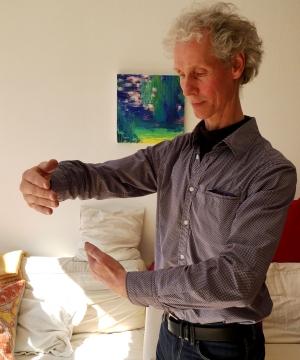 Sjaak Groot geeft 1 dag in de week euritmie-theraprie in zijn eigen praktijk in Alkmaar