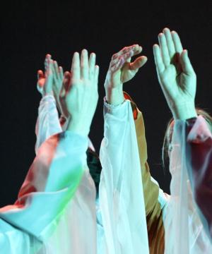 Euritmie|De bewegingskunst euritmie werd geboren op 1 september 1912, de dag waarop Rudolf Steiner de allereerste euritmie oefening gaf aan de negentienjarige Lory Smits. Lory wilde graag iets met kunst en beweging doen, en op advies van Rudolf Steiner was zij negen maanden eerder aan de slag gegaan...