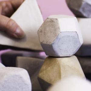 Cursus platonische lichamen boetseren Marijke de Vries kunstzinnige therapie beeldend
