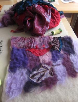 Schilderen met stof en viltwol Praktijk voor Schildertherapie in licht, kleur en duisternis Anna Robadey