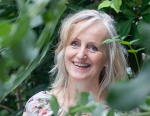 Marijke-de-vries-kunstzinnige-therapie-beeldend | Marijke de Vries kunstzinnige therapie beeldend in Haarlem. Door kunstzinnig te werken aan je gezondheid met schilderen, boetseren en tekenen, kom je in je eigen kracht te staan. Voor kinderen en volwassenen, Specialisatie hooggevoeligheid en vermoeidheidsklachten. openingstijden, contactgegevens, plattegrond
