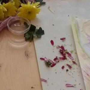 Workshop plantenverf maken en er mee schilderen Marijke de Vries kunstzinnige therapie beeldend
