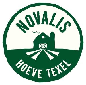 54 | Novalishoeve in Den Hoorn. Novalishoeve is een bijzondere boerderij op Texel. De stallen, de productieruimten en de tuin zijn een ware ontdekkingsreis voor je zintuigen. Overal op het erf staan de deuren voor je open. openingstijden, contactgegevens, plattegrond